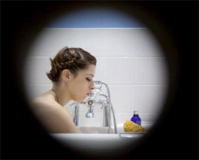 Modella nuda al museo, code alla National Gallery