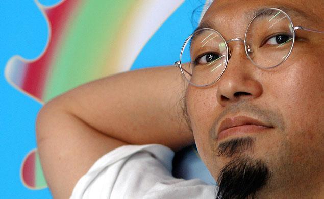 Murakami in lotta con una gallerista di Manhattan per della carta da parati