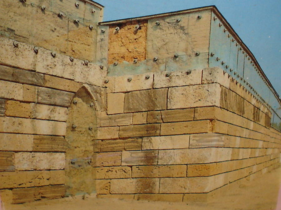 Crollano le mura greche a Caposoprano