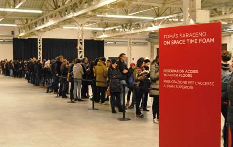 Prorogata la mostra di Tomás Saraceno in HangarBicocca