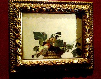 Nuovo allestimento per la Canestra di Caravaggio. Le foto