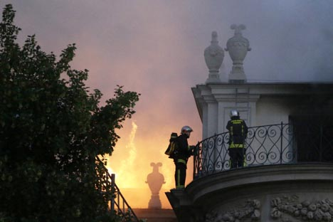Parigi – Un incendio distrugge affreschi del 17° secolo