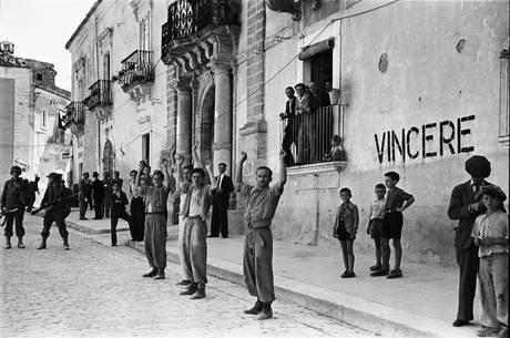 70 anni dopo, una mostra di Phil Stern racconta lo sbarco in Sicilia