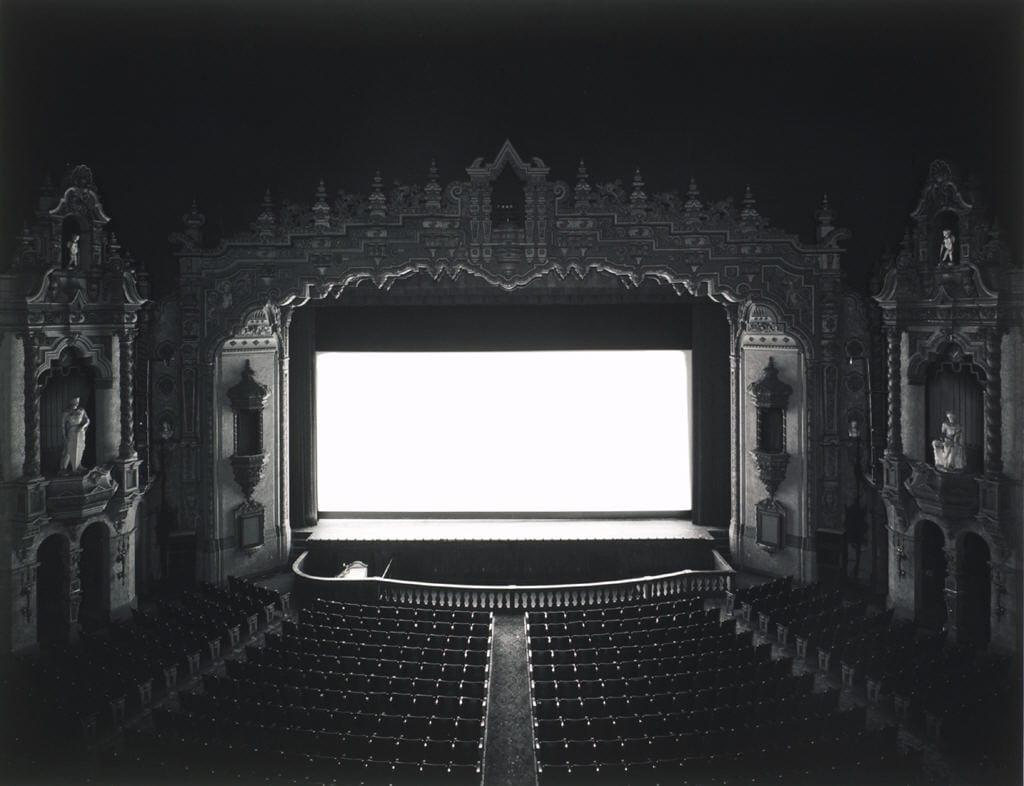"Hiroshi Sugimoto riprende serie ""Theaters"" dedicata a cinema storici"