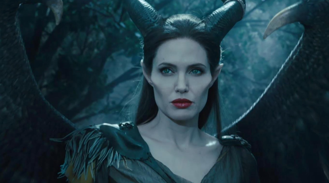 Образ злой королевы в кино: красота, коварство и актерское мастерство.