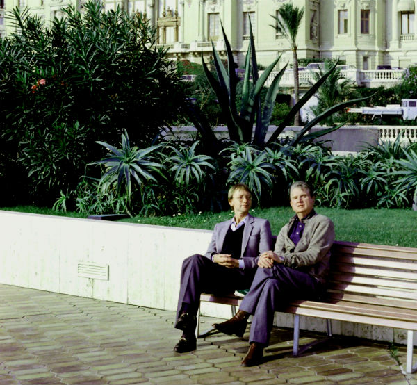 Art historian Reinhard Hassert and Francis Bacon, Casino Gardens, Monte-Carlo, 1981 © Eddy Batache_courtesy MB Art Collection