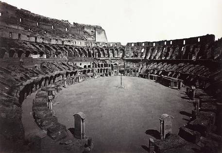 Interno del Colosseo, 1870 circa.