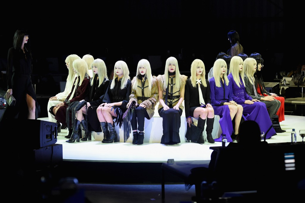La performance di Marina Abramovic ai Golden Globes