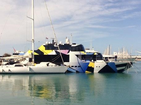 Yacht a Livorno, opera pop di Jeff Koons