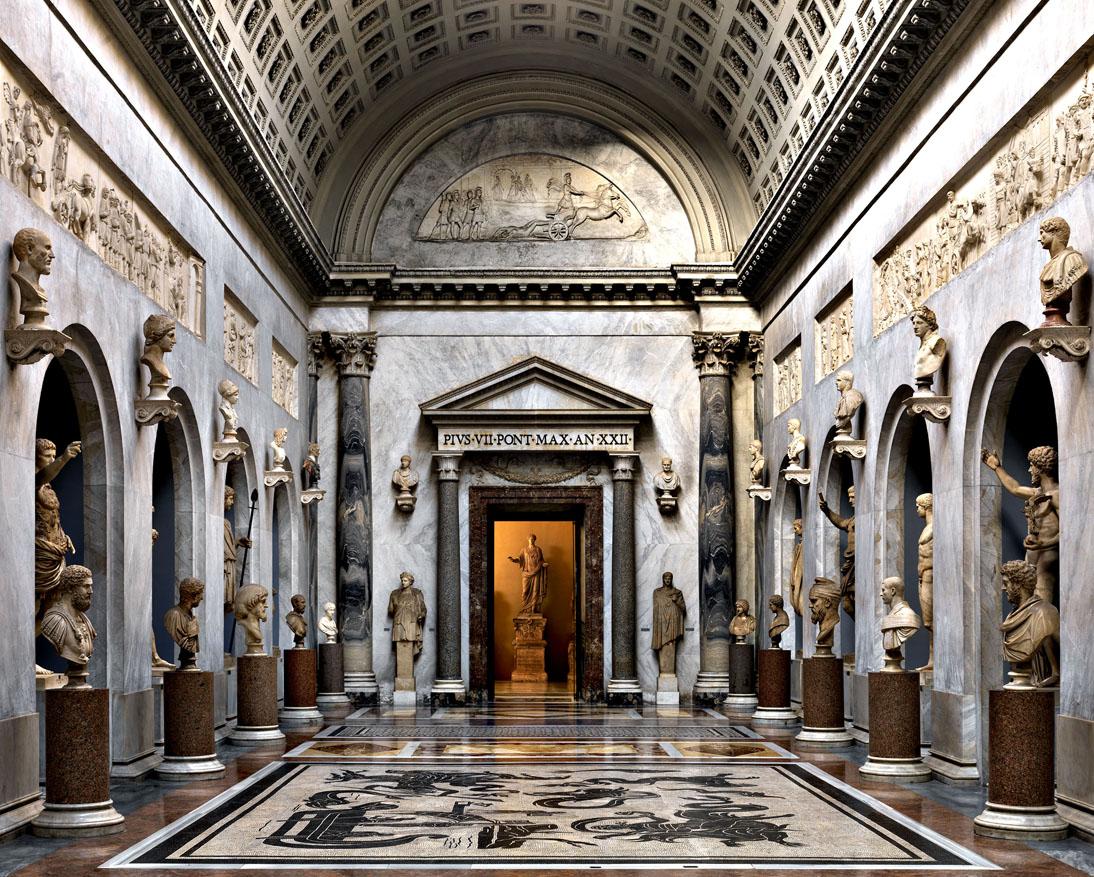 Fotografo italiano de los Museos Vaticanos ahora en el Mambo de Bogotà