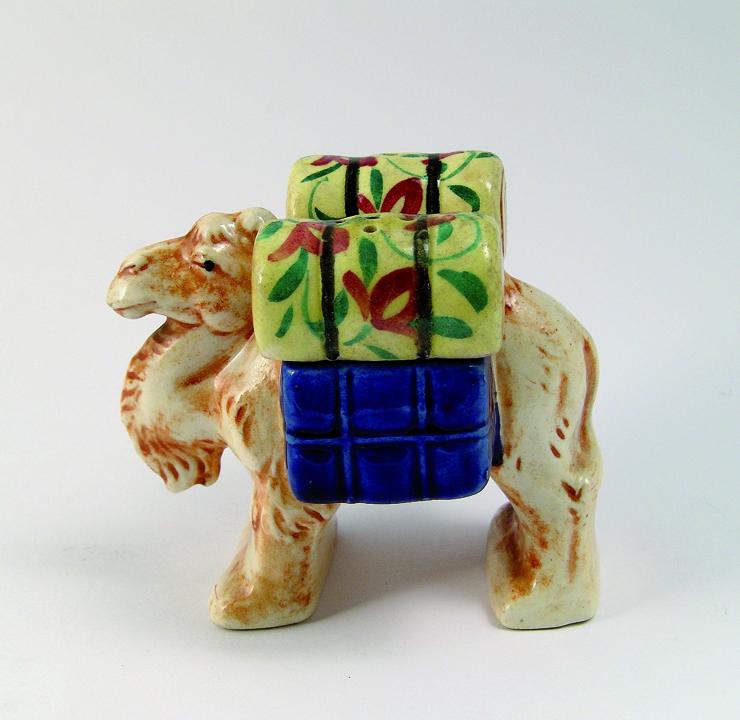 Cammello con basti, ceramica, Occupied Japan Salt & Pepper Shakers, Una sorprendente collezione di salini e pepini