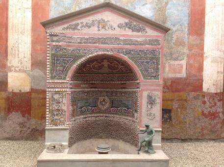 Pompei: restaurata Fontana Piccola agli Scavi