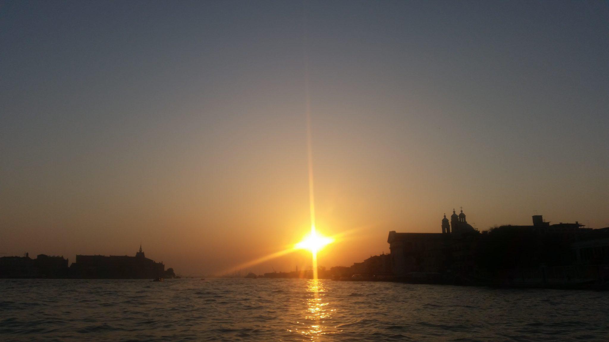 Venezia, tramonto in motoscafo - ArtsLife