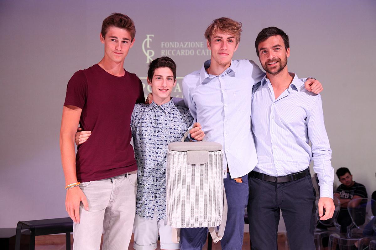 Mario Ferrarini, insieme ai ragazzi della Scuola Oliver Twist, designer de LE GERLE.