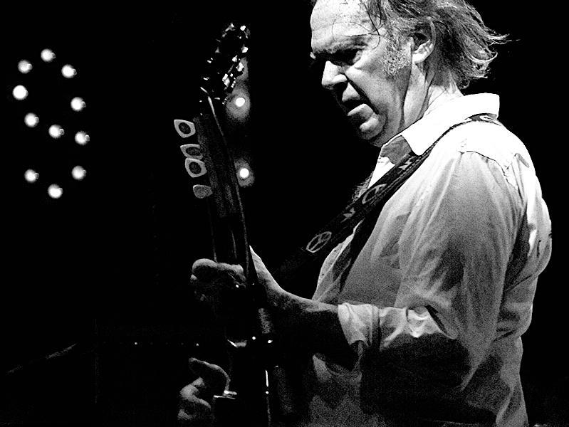 Neil Young, con una sola nota