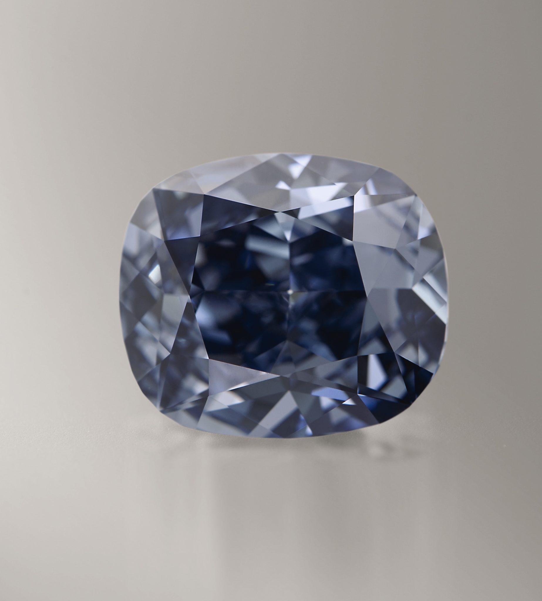 Blue Moon Diamond: 12.03 ct stimano 35-55M$ da Sotheby's