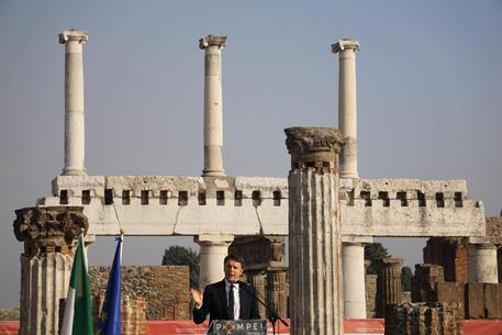 Renzi a Pompei: «facciamo notizia per i restauri»