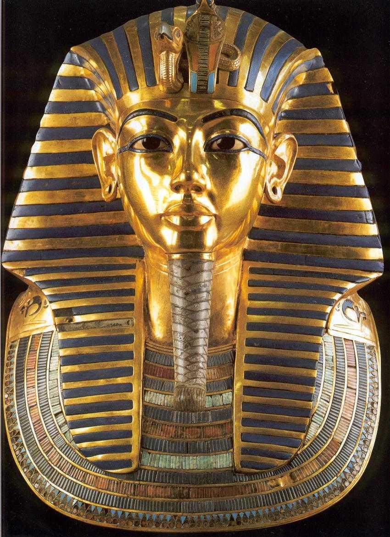 Maschera Tutankhamon danneggiata: in otto a processo