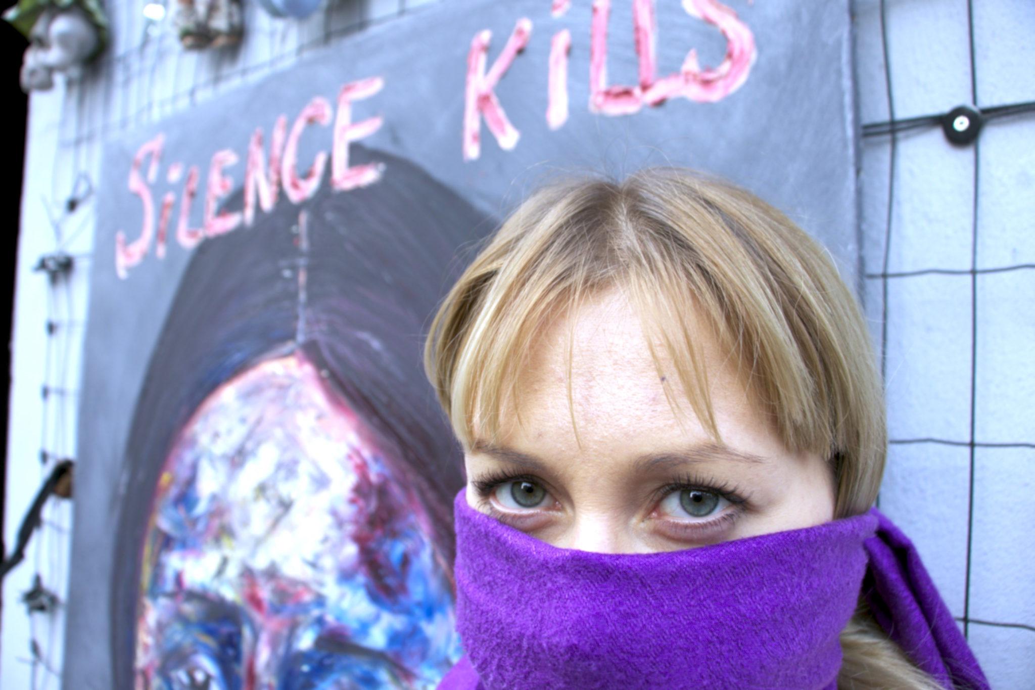 """""""Молчание Убивает"""" – арт протест Дианы Штауэр в самом сердце Милана."""