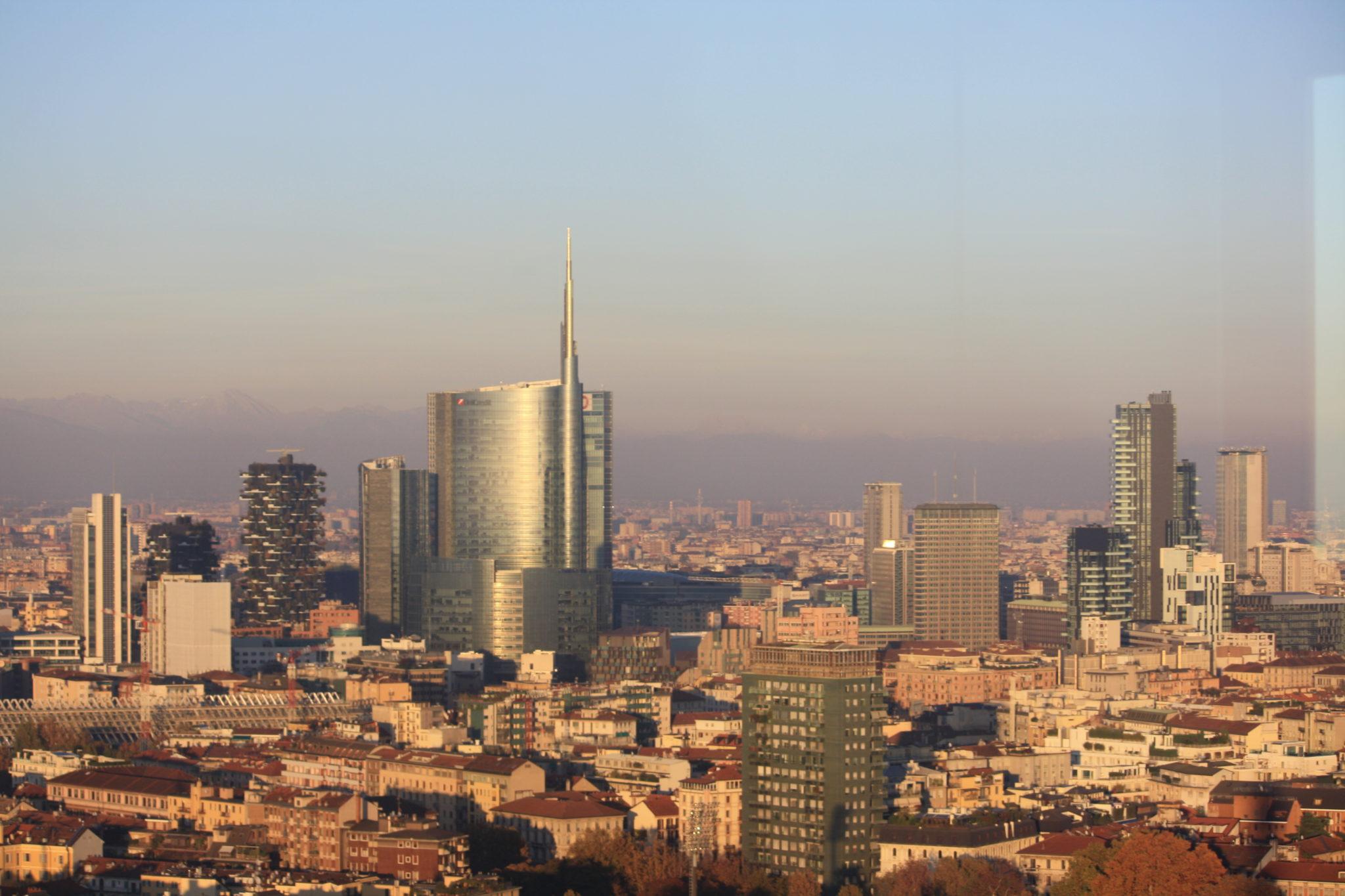 Torre Branca di Milano. Dal Sempione verso la città che sale