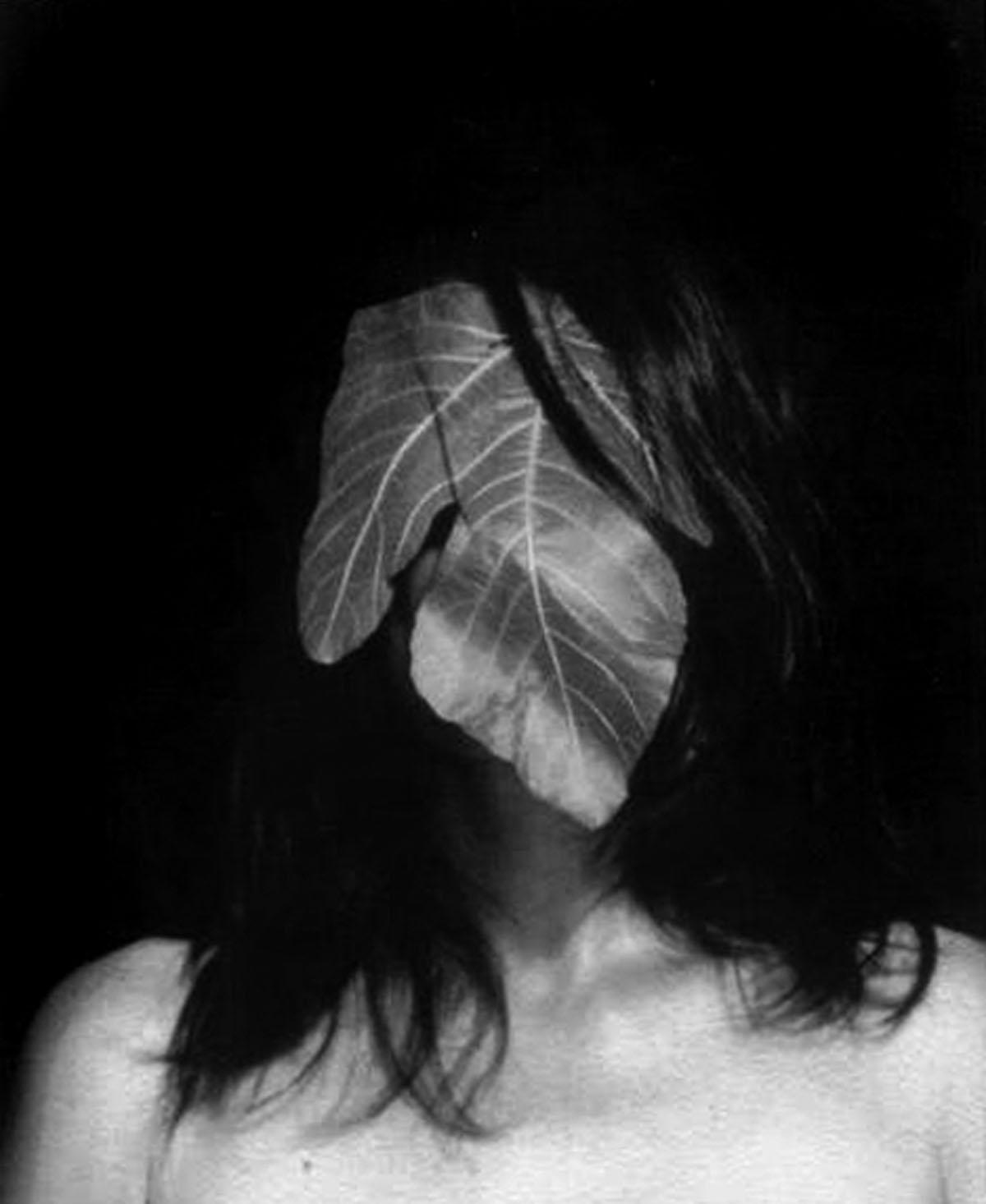Marie Denis, Photomaton, 2014, stampa bianconero su cotone, 27.5x21 cm, courtesy Galerie Alberta Pane, Parigi