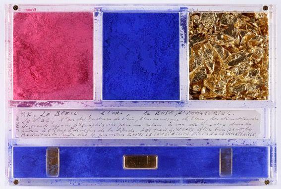 Yves Klein Ex voto dedicato a Santa Rita da Cascia 1961 pigmento puro, foglia d'oro, lingotti d'oro e manoscritto in teca di plexiglas 14 x 21 x 3,2 cm Monastero di Santa Rita, Cascia © Yves Klein, ADAGP, Paris / SIAE Milano, 2016