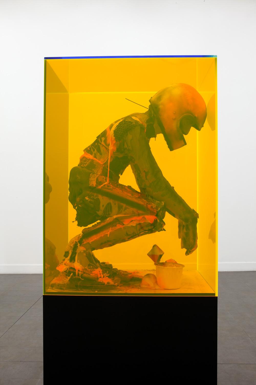 Hood, Reini, de Jong. Valori in plexiglass, visioni psichedeliche e icone violate