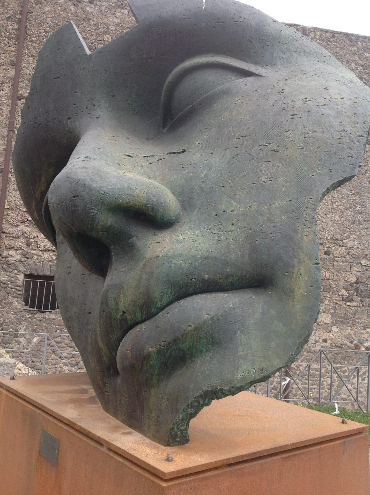 Mitoraj a Pompei. Le sculture monumentali tra le rovine archeologiche
