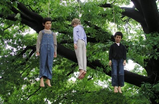 Bambini impiccati di Cattelan