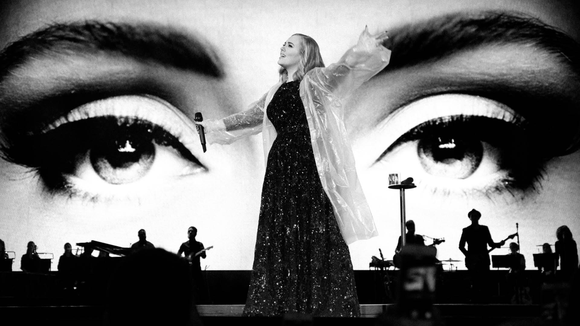 Adele all'Arena di Verona. Miele, battute e una voce milionaria
