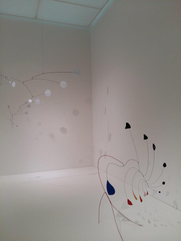 Quell'equilibrio instabile di Alexander Calder in mostra alla Beyeler con Fischli/Weiss