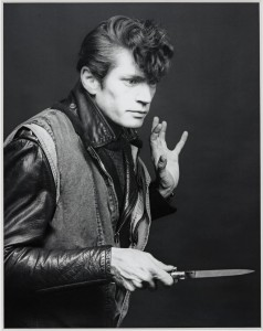 MAPPLETHORPE. LOOK AT THE PICTURESMAPPLETHORPE. LOOK AT THE PICTURES
