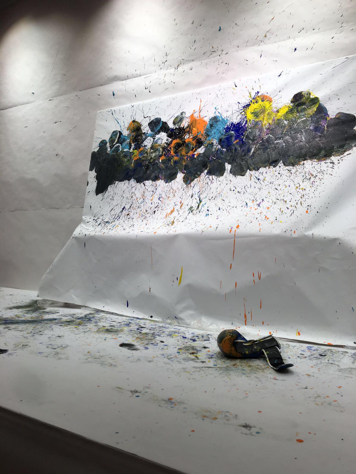 L'arte presa a pugni. Omar Hassan al nuovo MAC