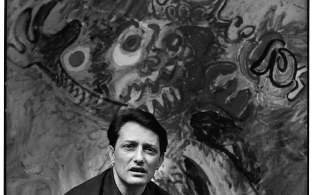 Tancredi Parmeggiani fotografato da Ugo Mulas nel 1961 Peggu Guggenheim Venezia Retrospettiva ArtsLife