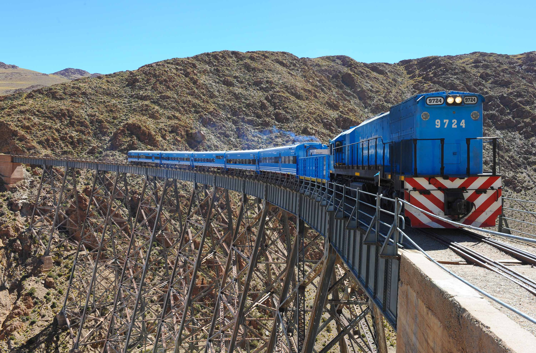 Un treno fra le nubi. Paesaggi mozzafiato sulla Cordigliera delle Ande