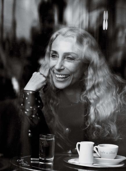 Il mito, la vita e la moda: elogio alla carriera di Franca Sozzani