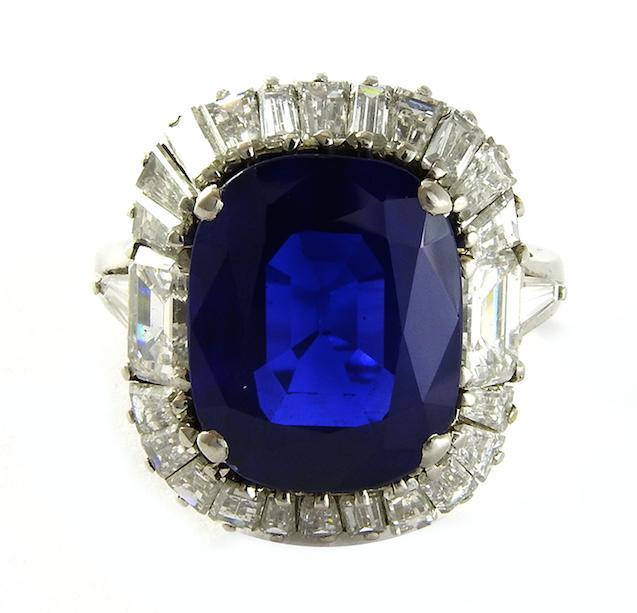 Lo zaffiro Royal Blue aggiudicato a 854.000€ da Maison Bibelot
