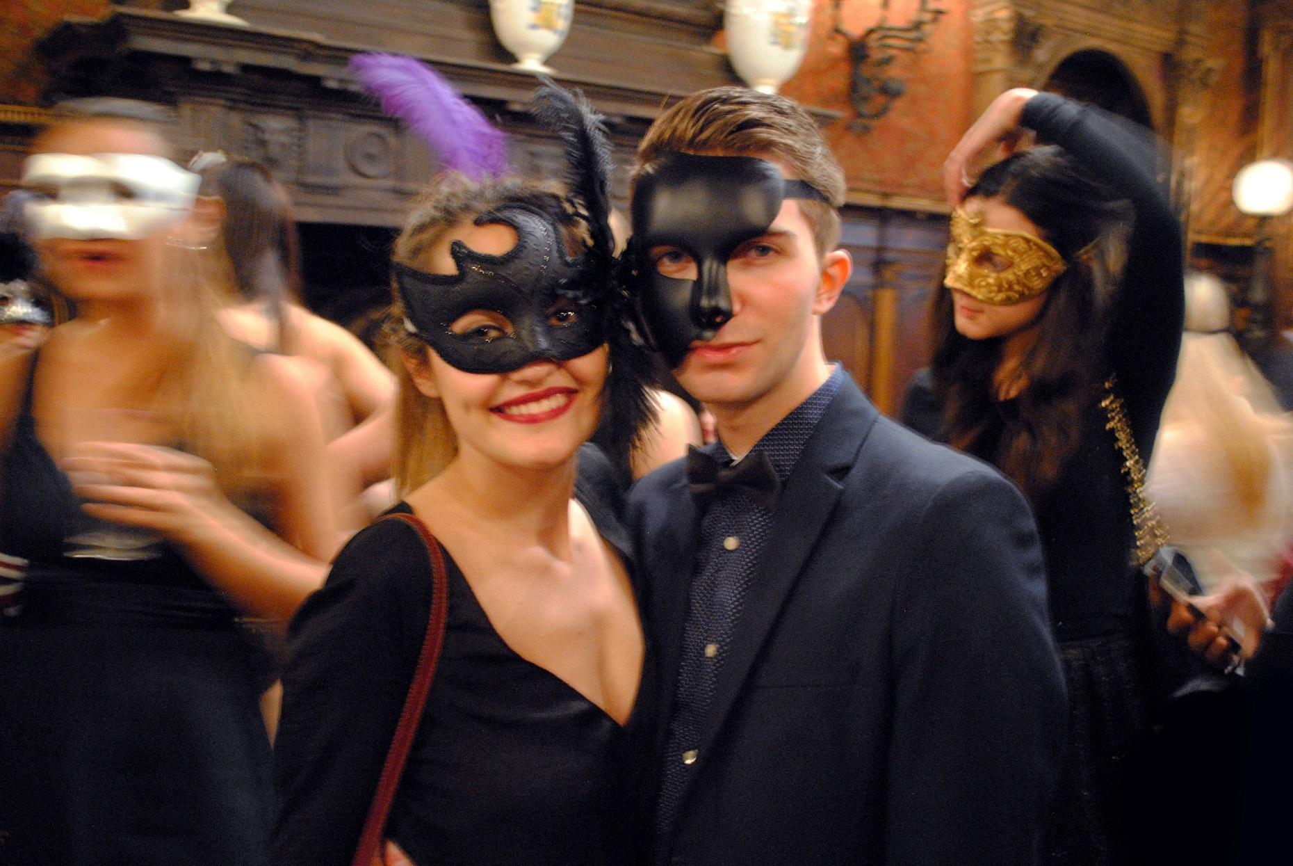 Aperitivo in maschera del Museo Bagatti Valsecchi di Milano