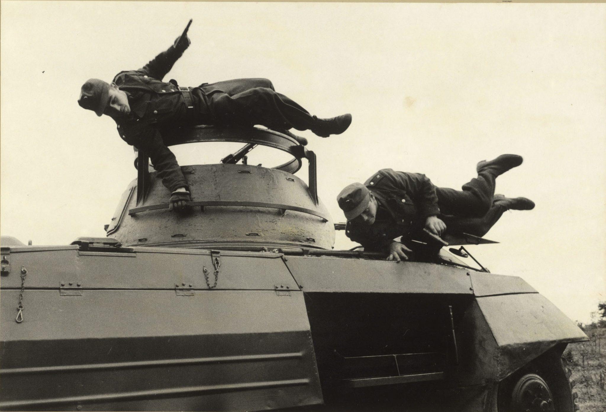 Erich Lessing: German Border Patrol at maneuvers, Coburg, Germany, 1953 copy: © Erich Lessing / Magnum Photos