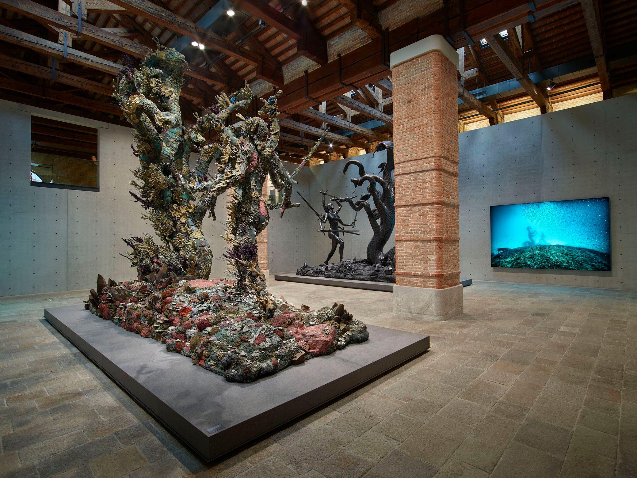Damien Hirst cavalca l'epica nella sua mostra veneziana. Critica della Ragion del Fantasy