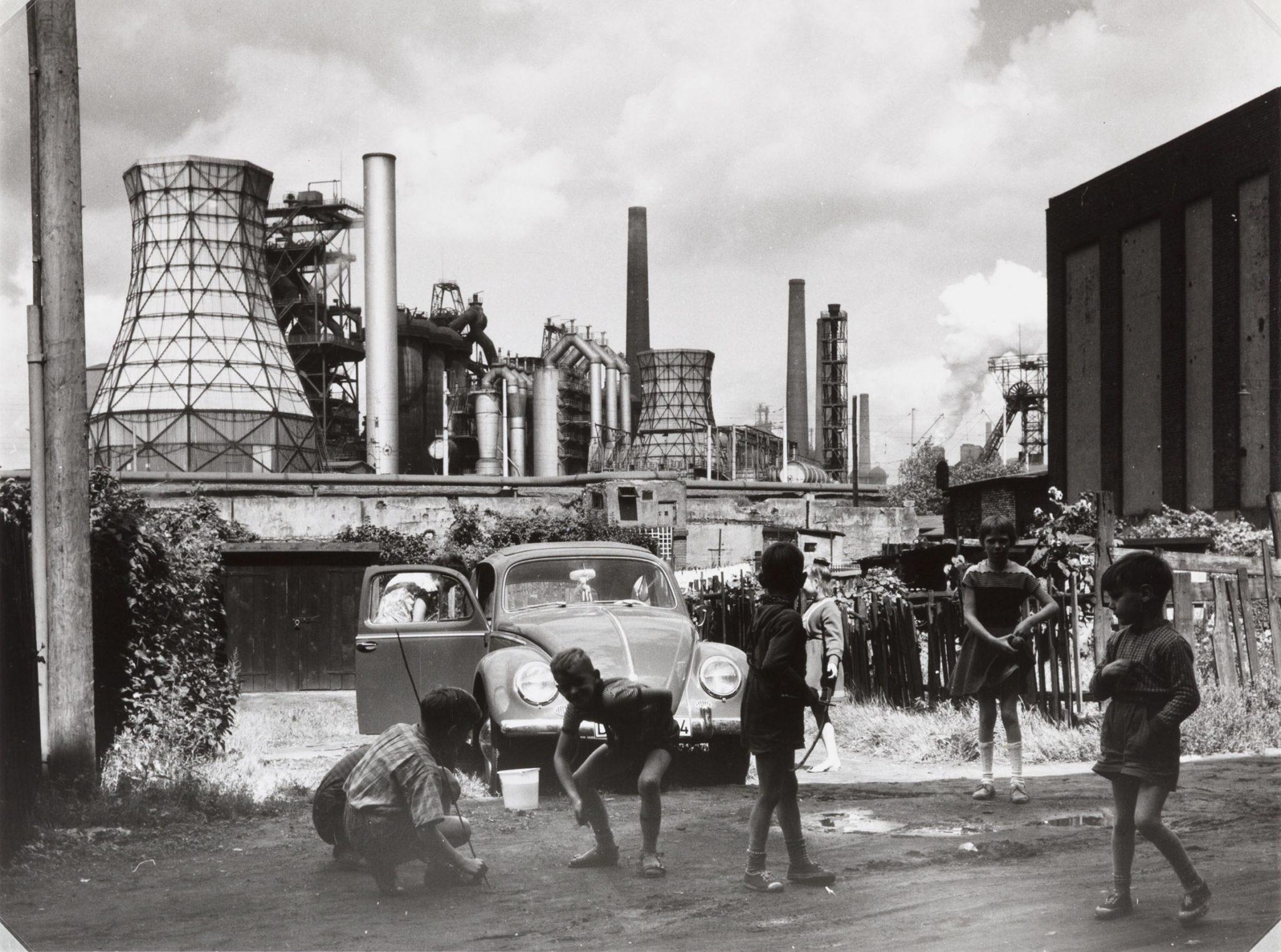 Il potere delle immagini al MAST. Il mondo della fabbrica secondo 67 fotografi