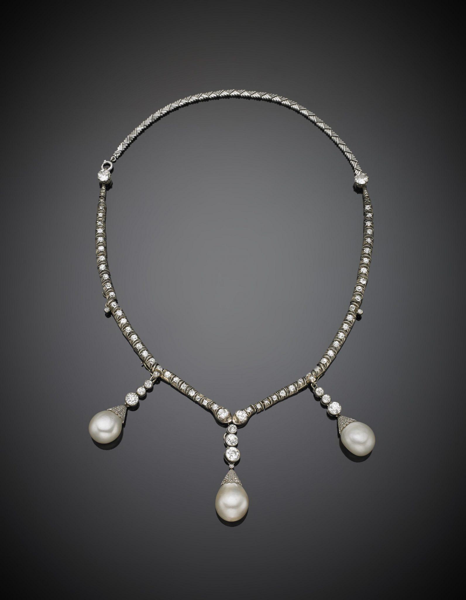 Collier in platino con diamanti rotondi e perle naturali Il Ponte