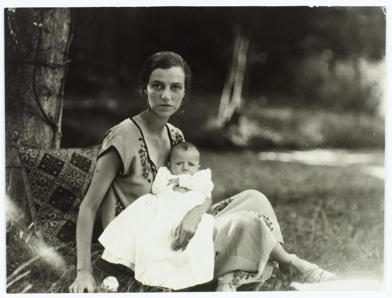 Peggy Guggenheim con suo figlio Sindbad