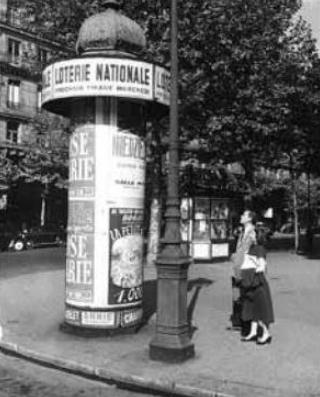 Artcurial. Art Déco: una colonna Morris parigina all'asta