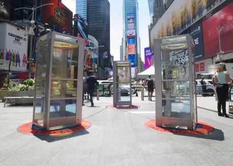 Le cabine telefoniche di Mojadidi a Time Square
