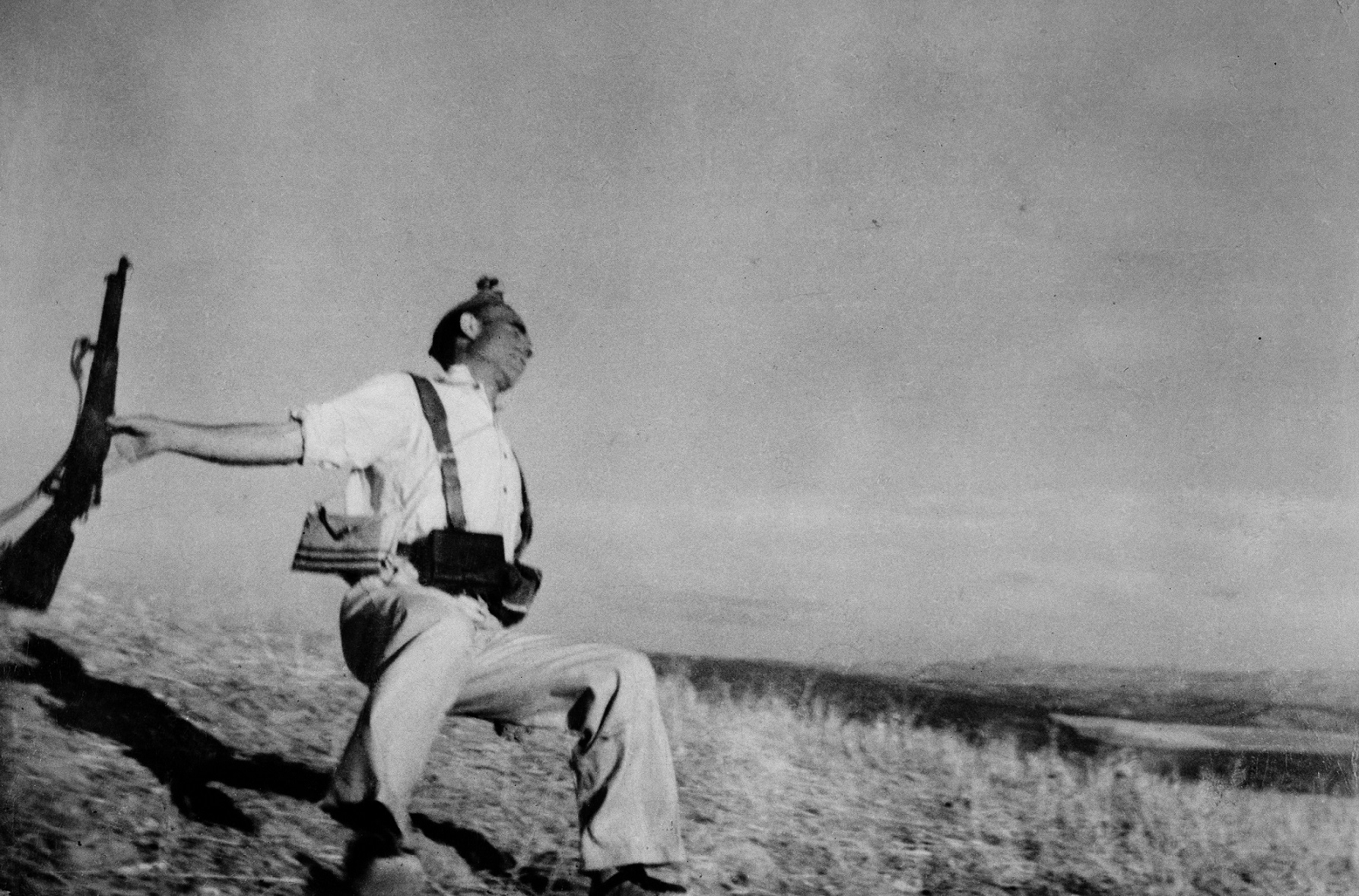 Death of a loyalist militiaman, Cordoba Front, early September 1936 © Robert Capa © International Center of Photography/Magnum Photos
