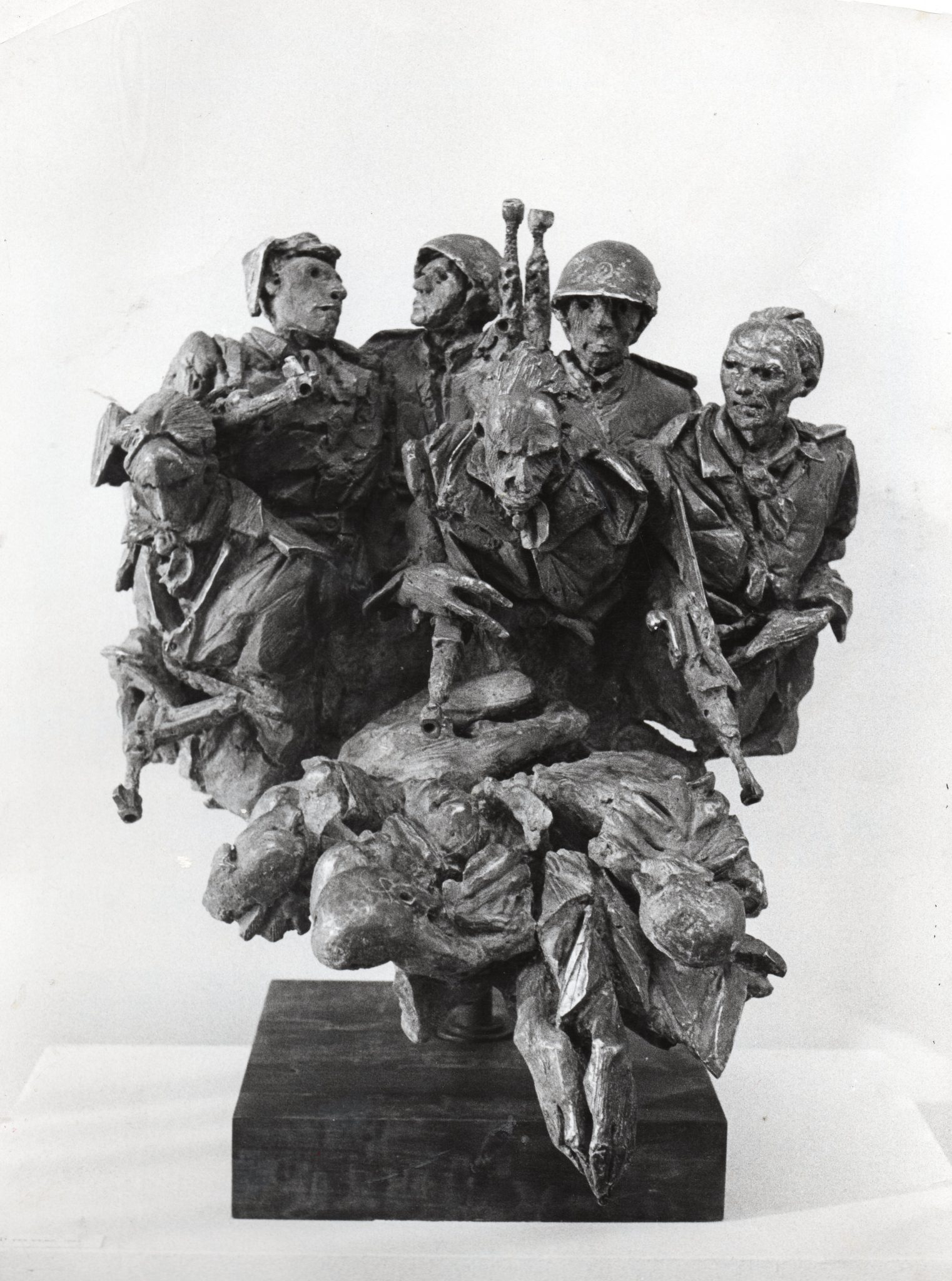 Floriano Bodini, La Guerra 1963, bronzo, 76x68x55, foto Pepi Merisio