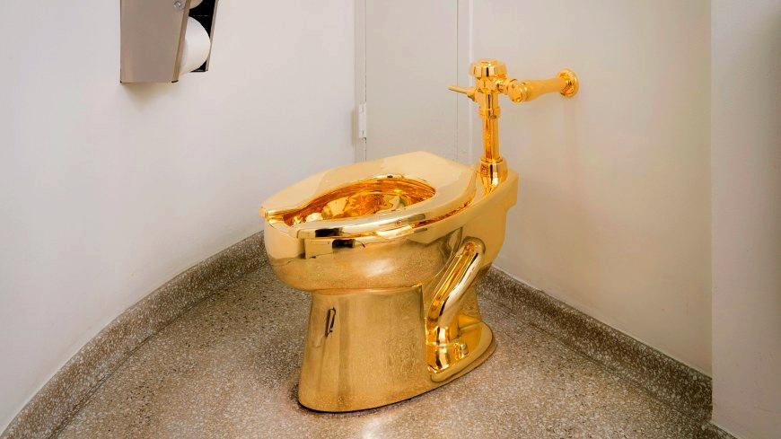 America, la toilette d'oro creata da Maurizio Cattelan
