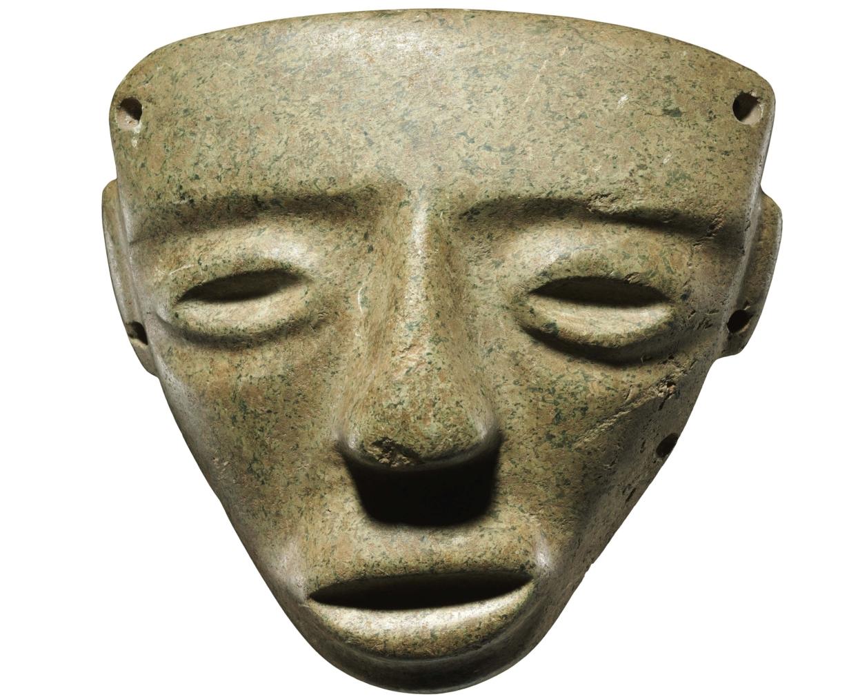 Maschera antropomorfa Cultura pre-Teotihuacan, 400-100 a.C., Pietra dura di colore grigio, Venezia, Collezione Ligabue