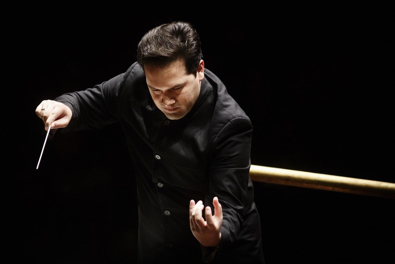 Robert Trevino torna sul palco de laVerdi con Sostakovic